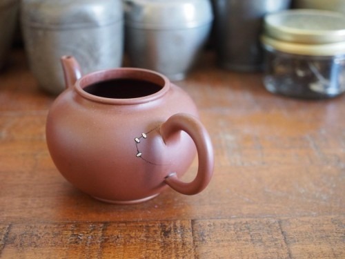 Yixing Teapot | Metal Staple repair